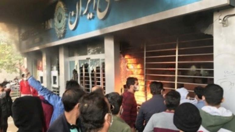 المجتمع الإيراني على وشك الانفجار