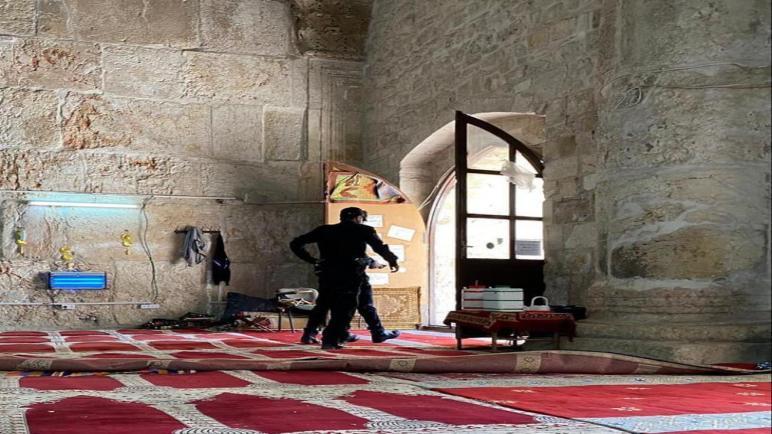 قوات الاحتلال الصهيوني تقتحم مصلى باب الرحمة داخل المسجد الأقصى المبارك