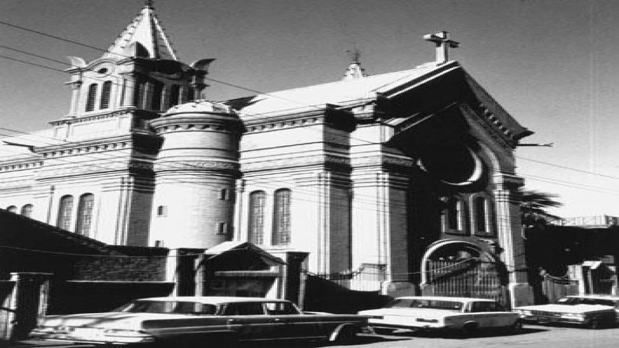 كنيسة-القدّيسة-ترازيا-للاتين-الكاثوليك-شيّدها-المهندس-الفرنسي-باتريك-بيرت-عام-1928-في-منطقة-السنك-بغداد