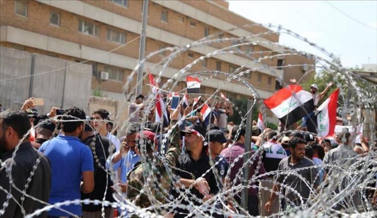 مظاهرة تحاصر اجتماعا لمحافظ بابل لإجباره على الاستقالة