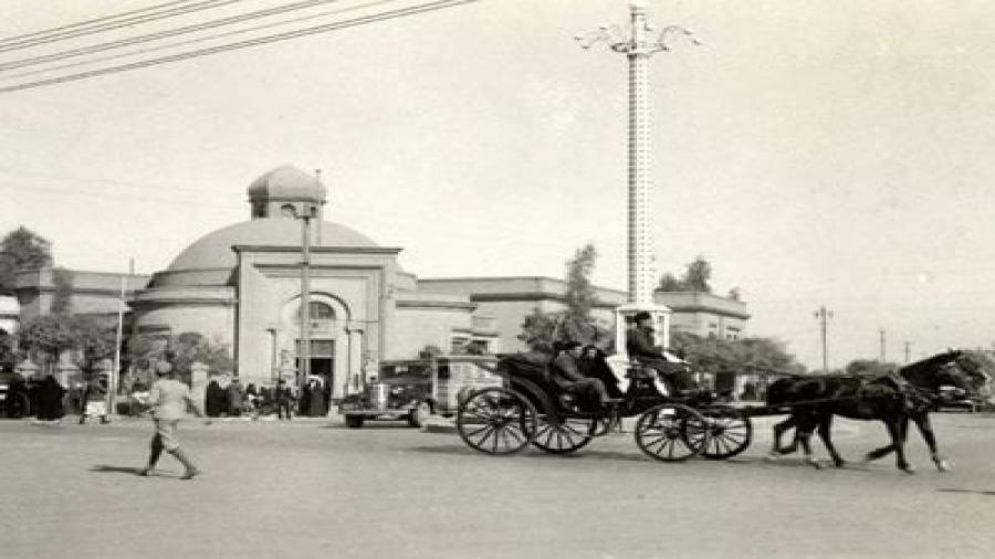 عربة-قرب-القصر-الأبيض-–-بغداد-1930