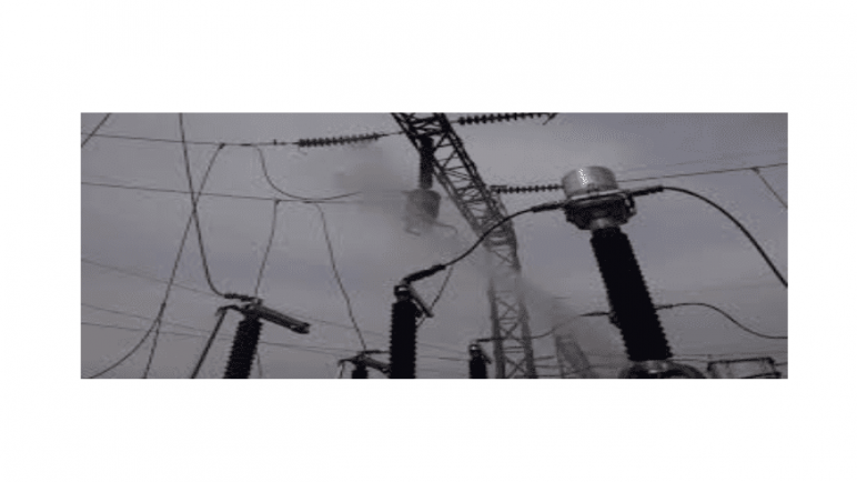 الكهرباء والشتاء ومهندس خلف القضبان