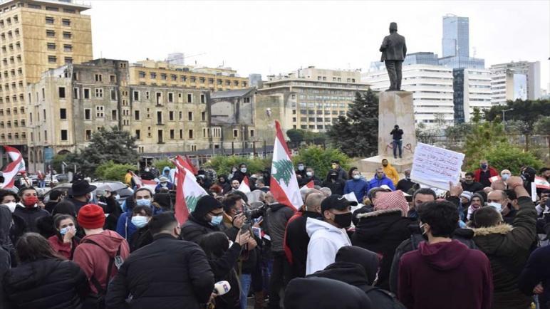 مظاهرة وسط بيروت تطالب بتشكيل حكومة انتقالية