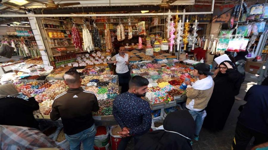 البغداديون يستقبلون شهر رمضان وسط ارتفاع حاد في أسعار المواد الغذائية والسلع المنزلية