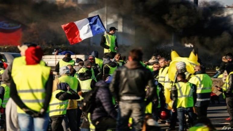 شرطة باريس تحظر احتجاجاً للسترات الصفراء مطلع الأسبوع