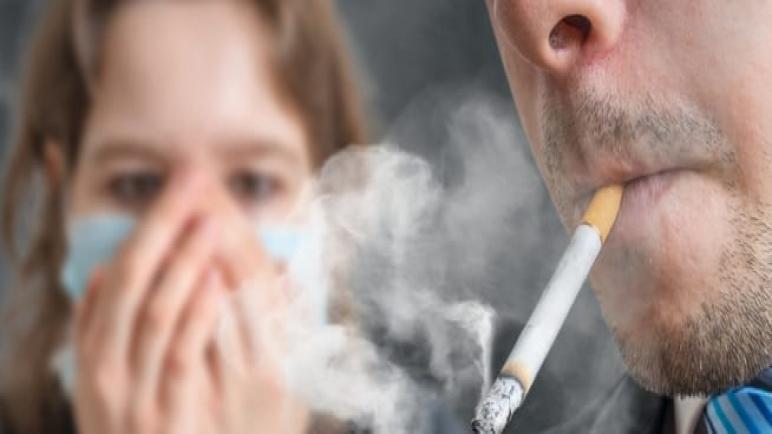 """دراسة : التدخين بأشكاله المختلفة يزيد من الإصابة ب """"كوفيد-19"""""""